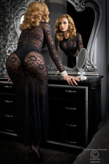 Vacker spetsklänning