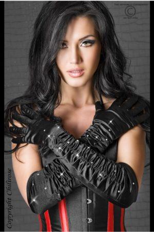 svarta satinhandskar på modell