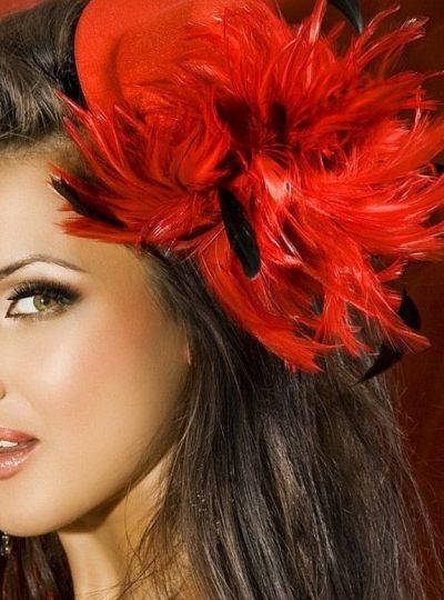 burlesque röd hatt närbild