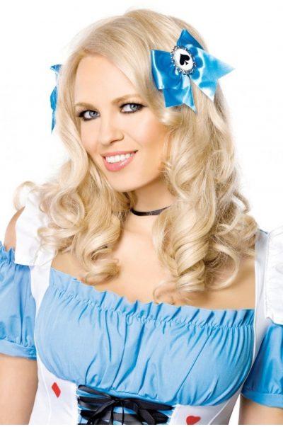 blåa rosetter på modell
