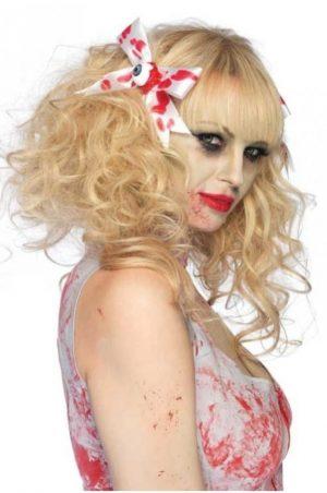 blodiga hårrosetter på modell