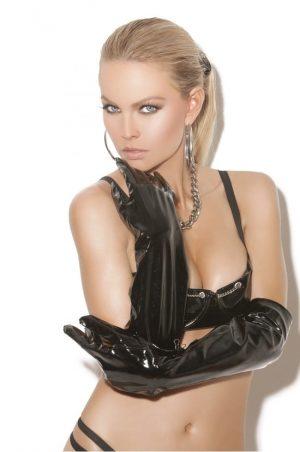 långa svarta vinylhandskar på modell