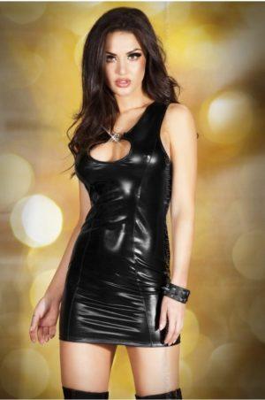 Wetlook klänning fram på modell