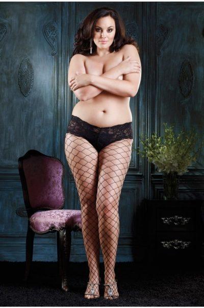Svarta strumpbyxor i nät fram på modell