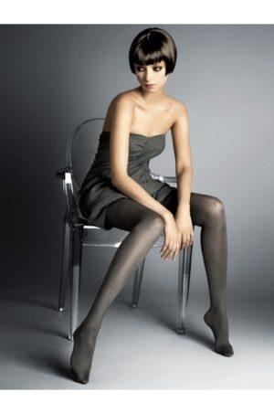 Grå strumpbyxor - Krista på modell