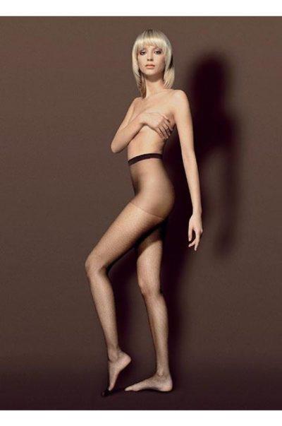 Svarta strumpbyxor i finmaskigt nät - Retona på modell