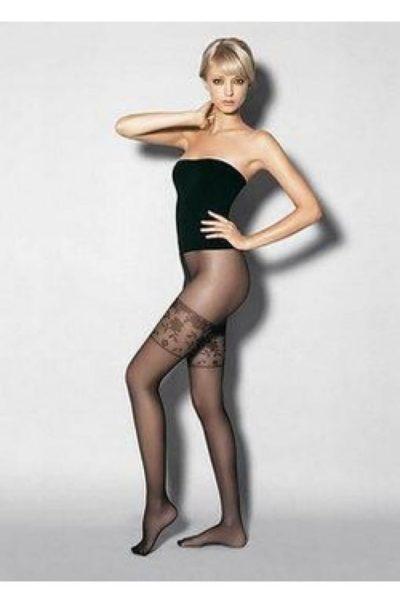 Svarta strumpbyxor med mönster - Secret på modell