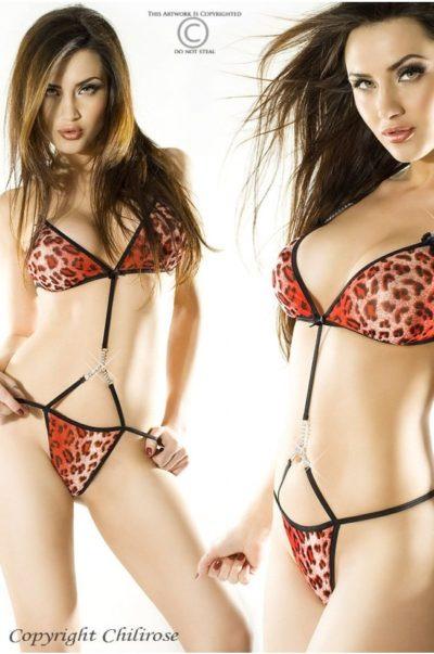 Sexig stringbody fram på modell