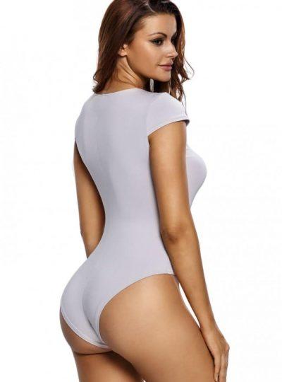 Grå body med kort ärm bak på modell