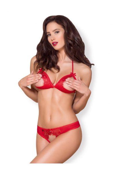 Sexigt rött set bestående av en öppen behå med en matchande öppen stringtrosa.