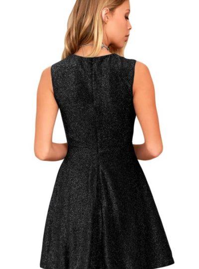 Snygg svart klänning med dold dragkedja bak