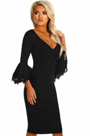 Vacker svart klänning med fina detaljer och i en härlig kvalité
