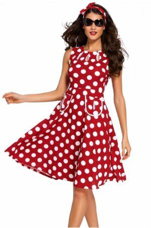 Röd retro klänning med vita prickar
