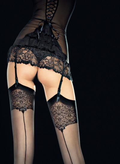 Snygg svart nylonstrumpa med baksöm